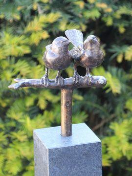 2 Spatzen auf Hartsteinen Fuß 10*10*84 cm. verwendet als Urne