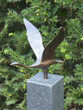 Schwan Bronze Figur auf Hartsteinen Fuß 10*10*84 cm verwendet als Urne