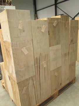 Säule aus Eichenholz