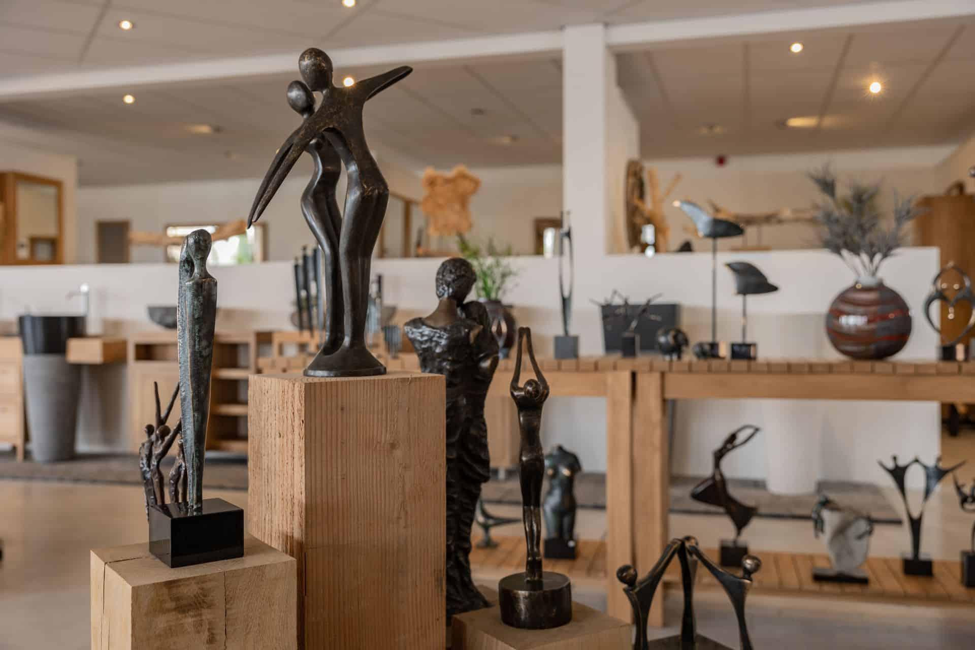 Moderne bronzen beelden showroom