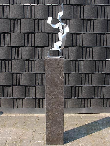 RoundEdge inkl. Hardstein Sockel 100*20*15 cm