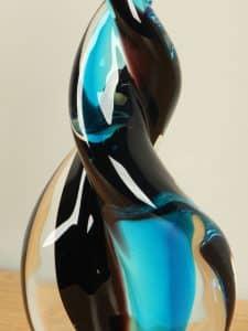 Statue aus Glas mit Wendepunkt aqua 21 cm