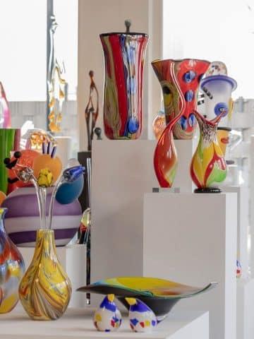 Kleurrijke glaskunst, grote collectie glascreaties