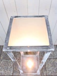Sockel grau mit LED-Beleuchtung 100*30*30 cm.