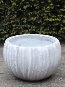 UV-beständige Blumenkübel leichtbeton 15*21 cm. weiß