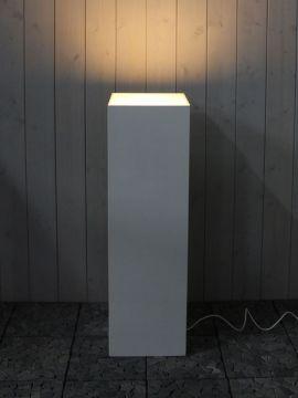 Zuil met LED zijdeglans wit 100*30*30 cm.